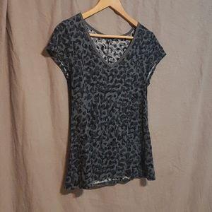 2/$25 Gap gray leopard print t shirt
